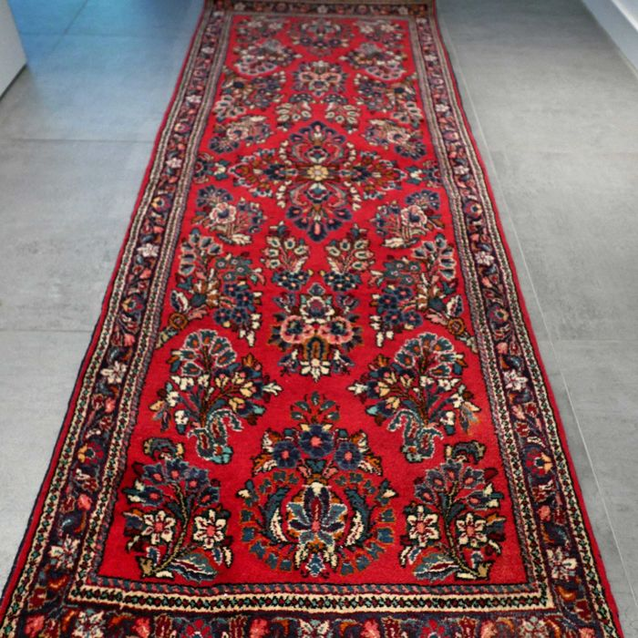 Beautiful Sarouk Persian runner - 202 x 77 - unique design!