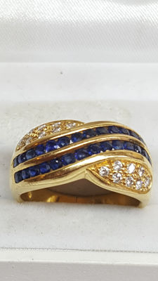 18 kt yellow gold women's ring set with diamond and blue sapphire / ring size 18