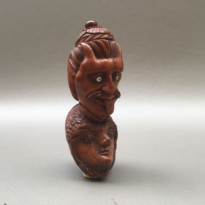Carved corozo nut tobacco pipe with finely carved decoration - France, ca. 1830
