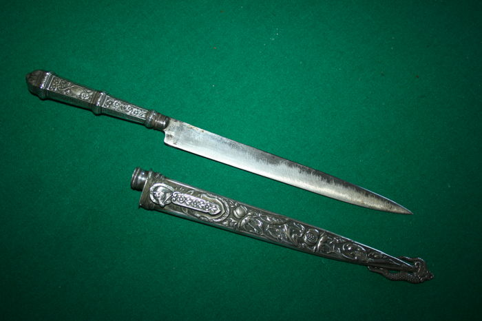 Brazil gaúcho horse ridders dagger - blade maked Abramo Eberle & Cª Caxias - silver plated embossed sheat and grip