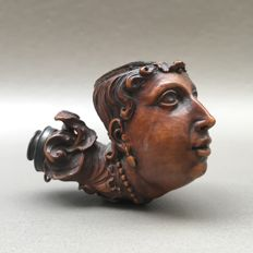 """Very early and finely carved figural boxwood pipe, """"Maria Theresia""""- France, ca. 1780"""