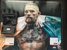 Conor Mcgregor ufc fighter - Glove + Photo - 2 x original hand signed.