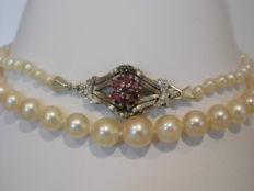 Akoya cultivated pearl necklace with a 585 white gold clasp with 7 rubies