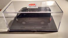 Minichamps - Scale 1/18 - Nissan NV350 Caravan - Black
