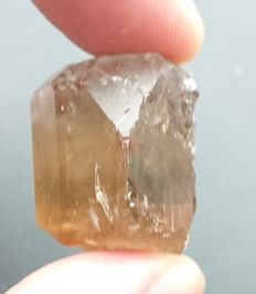 Topaz crystal - Gemmy and Terminated - 26.30 x 20.80 x 19.70 mm - 114.45 ct