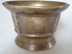 Beautiful bronze mortar with 4 ribs - Spain - 16th/17th century