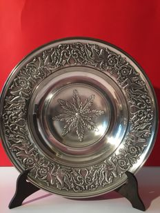 Fine 800 silver hand-chiseled cake stand, Italy - '50s-'60s