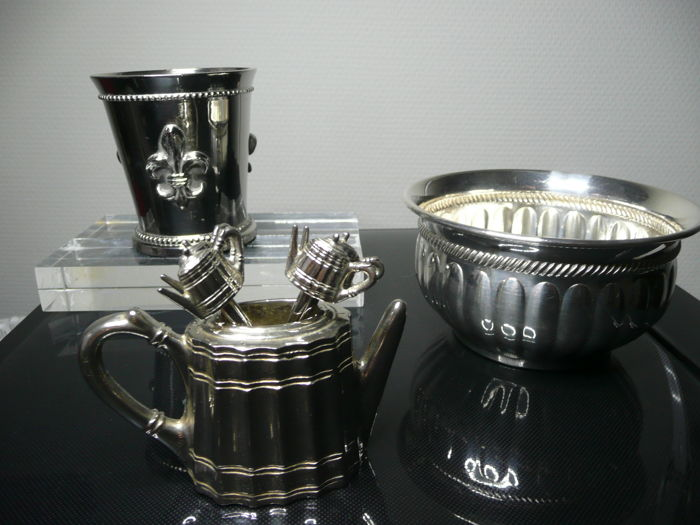 Silver plate lot / bowl + cup + watering can with cocktail stick / period ca. 2000