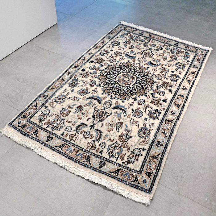 Gorgeous and light Nain Persian carpet - 144 x 88 - with certificate