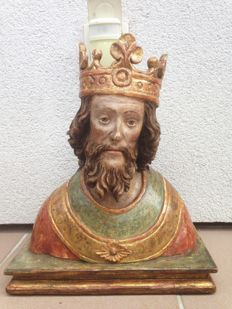 Excellent and rare wooden figure - depiction of a bishop or a king - ca. 1600