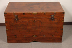 Antique Indian bridal chest - India - early 20th century