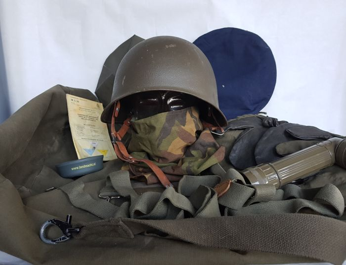 Very large Militairia lot: Metal combat helmet, large kit