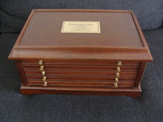 "Accessories - wooden coin cabinet with drawers ""Rembrandt"" - empty"