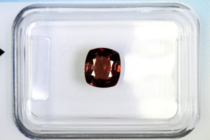 Reddish orange spinel - 1.12 ct