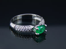 1 ct. emerald white gold ring with diamonds 0.14 ct. * Free shipping * No Reserve * Free Resizing *