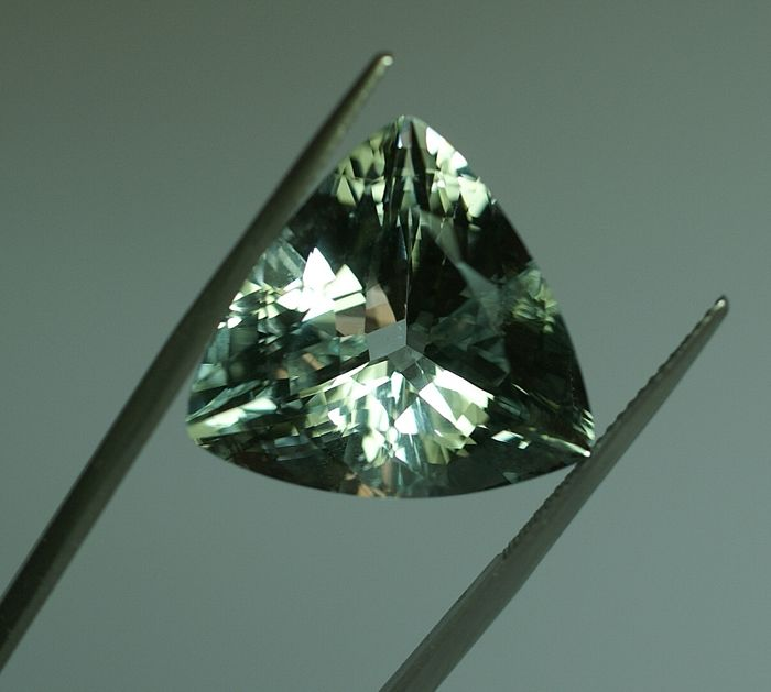 Aquamarine , greenish-blue  22,82 ct