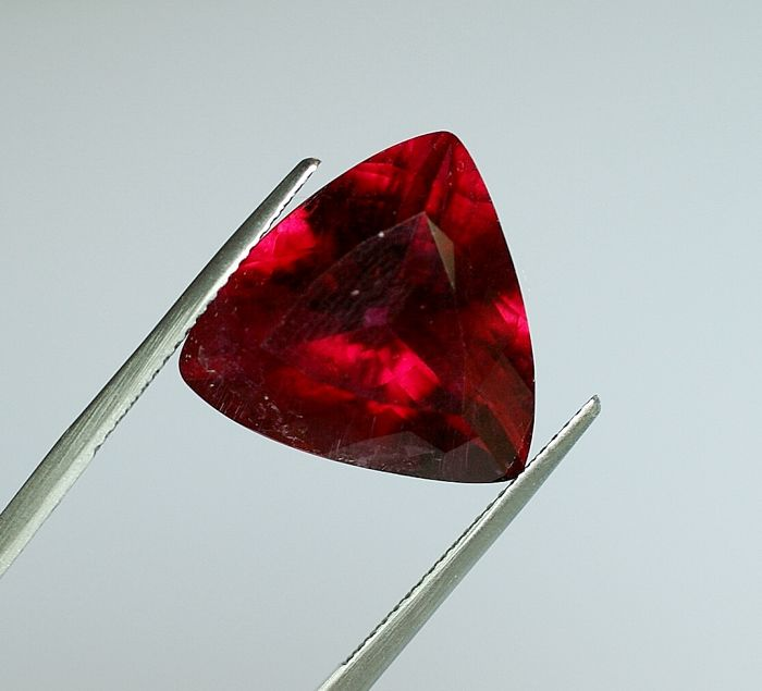 Tourmaline - violetish-red - 16,44 ct