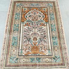 Beautiful semi-antique 100% silk Chinese Hereke – 1,000,000 kn/m² – very good condition – with certificate