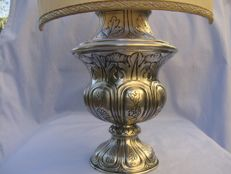 Table top lamp with antique base in embossed silver 800 - Italy, 1930s