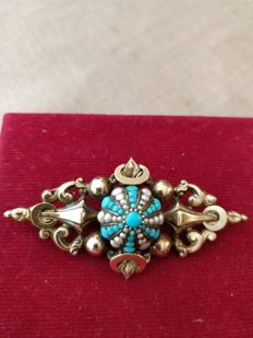 Brooch, French Antique Victorian(1837-1840) in old gold set  center Turquoise and seed pearls. NO RESERVE