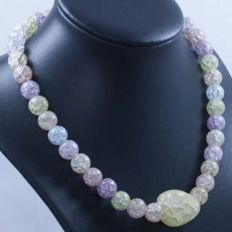 18 kt gold rock crystal necklace in light hues, with central gemstone – 41 cm.
