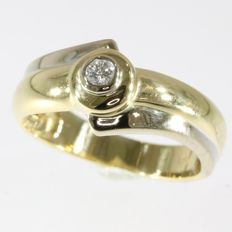 18k Modern shaped yellow gold brilliant cut diamond ring, size 54