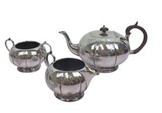 Three piece tea set; tea pot with engraving, creamer and sugar bowl - England - late Victorian - Ca. 1930