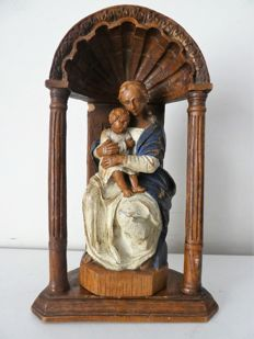 Solid statue of Mary and child in niche - Belgium - +-1910