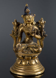 White Tara in gilded copper and natural dyes, Pala-influenced style - West Tibet - 17th century