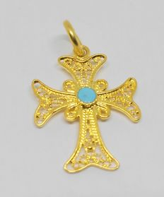 Cross pendant in 18 kt yellow gold with turquoise stone