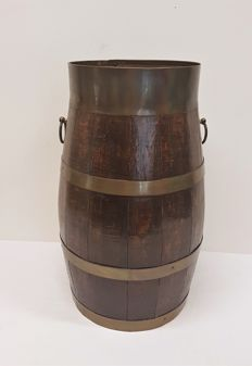 Large wooden (stock) barrel with copper fittings, the Netherlands, 2nd half 20th century.
