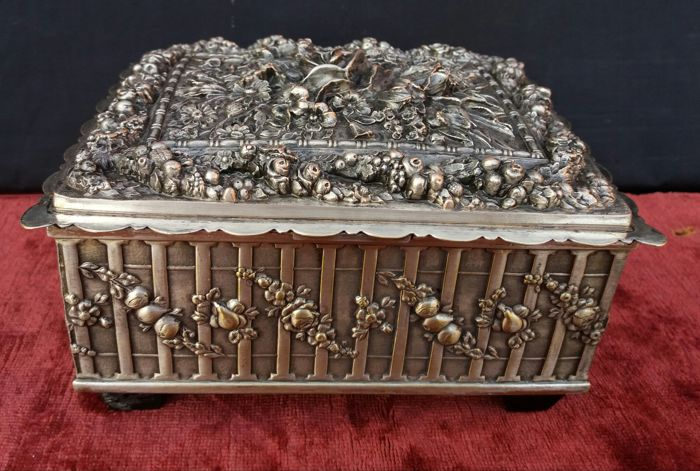Antique jewellery box in silver plated metal, sculpted and decorated with fruit garlands and flowers, France, circa 1930