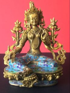 Representation of green Tara in brass and cloisonné enamels with antique gold patina - Nepal - late 20th century