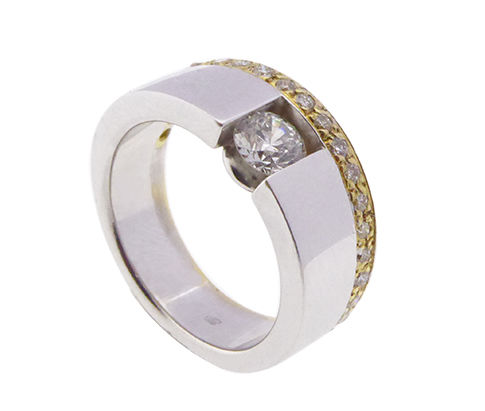 Gold ring with brilliant cut diamond, 1.10 ct - size 18