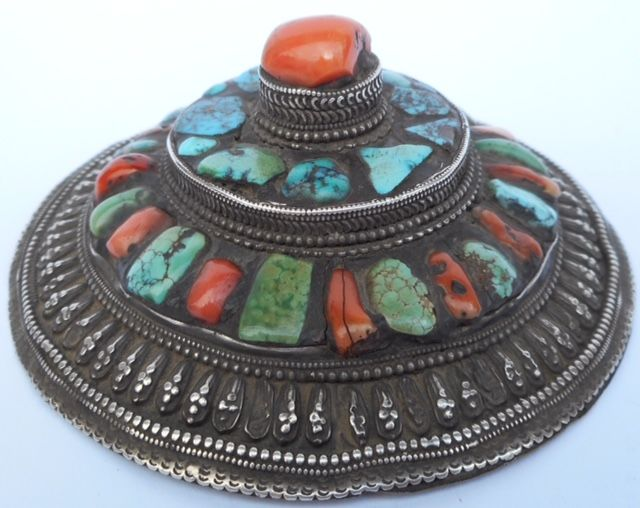 Silver hesaddress with inlaid stones. silver 950% - Tibet - 1900-1940