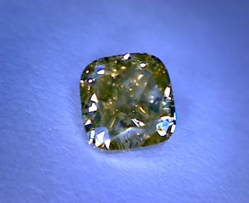 Diamond — 0.52 ct — Cushion cut — Fancy Greenish Yellow — SI1