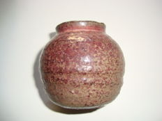 A Chinese pastel grey-pink coloured fainece vase - 67,2 mm