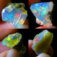 Four natural beautiful colour play Welo opals - 28,17 Ct  (4)