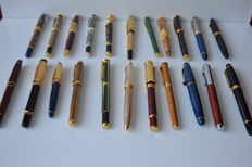 Lot of 22 Vaccaro fountain pens - mid 20th century