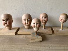 Five porcelain doll heads for restoration including Kämmer & Reinhart and Simon & Halbig - Germany - 20th century
