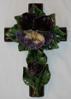 Heavy ceramic cross decorated with flowers - France - Mid 20th century