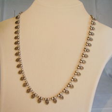 Antique Victorian necklace with rocaille pattern, made circa 1890/1900.