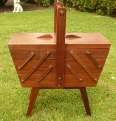 Vintage standing sewing box on legs with retractable harmonica / trapeze model, from the 50s.