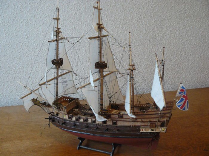 Handmade wooden model of an English fighting vessel / warship from the second half of the 16th century