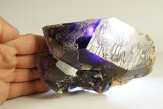 Large double terminated Amethyst Twins with storm-like hematite inclusions and phantoms - 11.5 x 9.5 x 6.5 cm - 841 gm