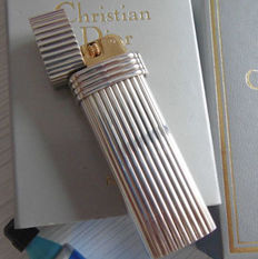 Christian Dior Paris, Godron Plaque or blanc, Bague or jaune.