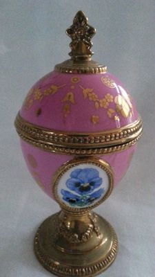 "House of Faberge music box  ""Pansy"" 24 carat gold-plated details."