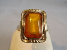 Art Deco ring with natural amber, handmade circa 1928/30
