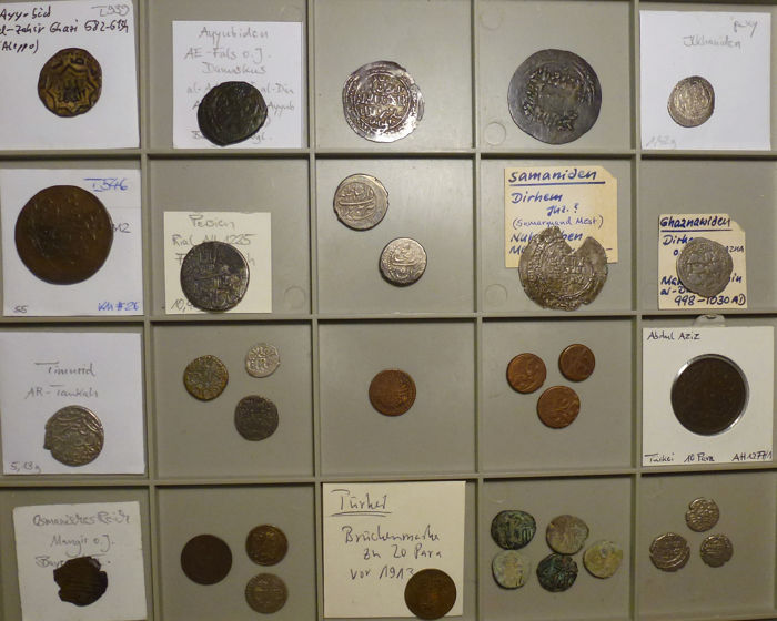 Islamic dynasties – various silver and copper coins, 33 pieces