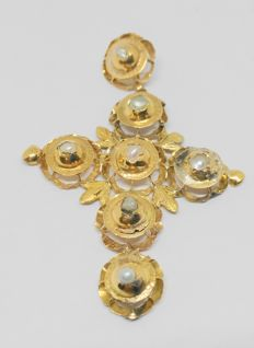 Yellow gold cross-shaped pendant with little pearls